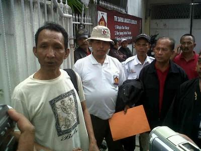 Rombongan Pimpinan Anak Cabang Partai Gerindra mendatangi kantor DPD Partai Gerindra Jawa Barat pada Kamis (2/5).  (JABARTODAY.COM/AVILA DWIPUTRA)