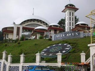 Masjid At-ta'awun Puncak, Bogor (http://infopuncak.blogspot.com)