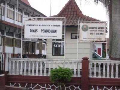 GAMBAR : Halaman depan kantor Dinas Pendidikan, Pemuda dan Olahraga Kabupaten Kuningan
